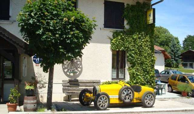 Find low rates and reserve hotels in Annecy